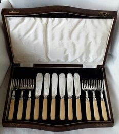 Silver plated fish cutlery, England, ca. 1950