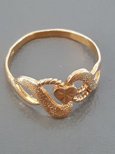 20 kt gold ring with a small heart - 17.9 mm.