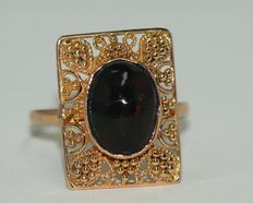 18 kt gold ring set with natural opal, 3.5 ct, size US 8.25.