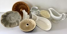 Eight part lot with five pudding moulds, two sauce bowls and a syrup can