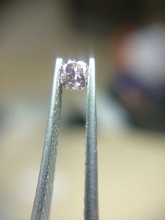 0.15 ct Radiant cut diamond Fancy Deep Purplish Pink Even