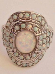 Ring in 925 silver with 51 Welo opals – size: 18 mm (IT), 24 mm tall, 20 mm wide