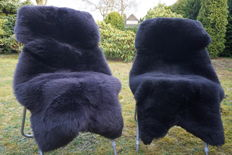 Lot with 2 high-quality and very soft lambskins/sheepskins in black colour