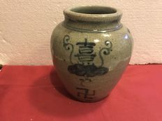 Antique crackleware vase with 'kotobuki' decoration and swastika (propitiatory symbols) – Japan – Mid-20th century