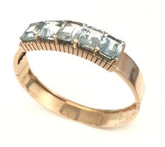 Broad-banded, openable 18 kt rose gold bracelet adorned with 5 shining aquamarines totalling 22 ct