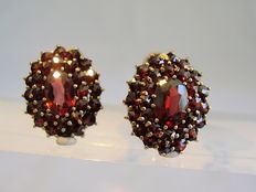Earrings with facetted antique rose cut garnets