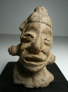 Pre-Columbian MAYA bust Terracotta - 10 cm and 2 rare reference books: Les Mayas, L'univers des formes and L'art Précolombien