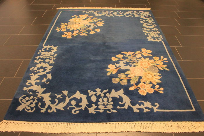 a beautiful Art Deco China Oriental carpet, made in China around 1980, in very good condition, 175 x 250cm