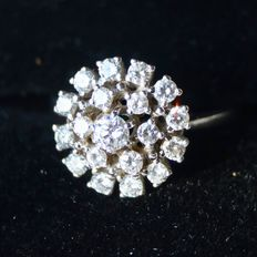 White gold entourage or cocktail ring with 19 natural brilliants cut diamonds with approx. 1ct. G / VVSI-VSI. - Ring around 56