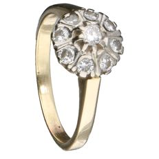 14 kt yellow gold ring set with 9 brilliant cut diamonds of approx. 0.06 ct each 0.54 ct in total Inner size: 18 mm