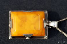 Silver necklace with pendant, special butterscotch amber, around 1930.
