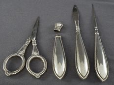 Antique 4-piece silver vanity set - The Netherlands or Germany - 19th/early 20th century