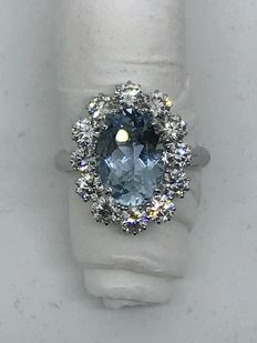 Gold ring with 12 brilliant cut diamonds (Colour: G - Clarity: VS) totalling 2.40 ct, and 4.05 ct aquamarine.