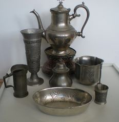 Brocante composition of 9 objects including a hunting cup with relief, rechaud and a 19th century measuring cup with hallmarks.