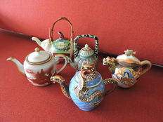 Lot with 5 teapots – China – mid to second half 20th century