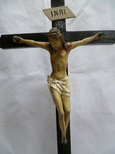 Clay crucified Christ with wood cross - Spanish school - 17th-18th century