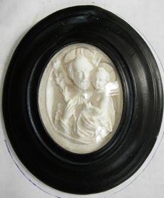 Medallion of pipe clay, Flanders, 19th century