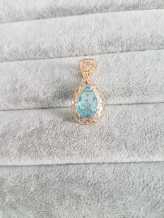 Pendant in 18 kt yellow gold with blue topaz – 3 x 1.5 cm