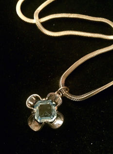 "Sterling Silver & Large Vintage Blue Topaz Pendant & Necklace. Size: 16"" Chain"