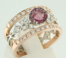 14 kt bi-colour gold ring set with a central 0.80 ct brilliant cut rubelite and an entourage of 34 brilliant cut diamonds of 0.60 ct, ring size 17 (53)
