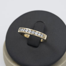 Yellow gold half eternity wedding ring with brilliant cut diamonds – Ring size 15.5 (Spain)