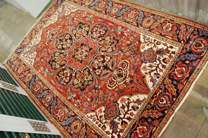 Hand-knotted Persian Heriz carpet – 335 x 235 cm – Iran – 20th century