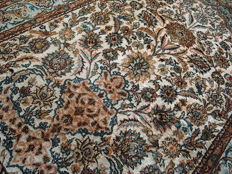 Wonderfully kashmir silk India  100% silk 175x 115