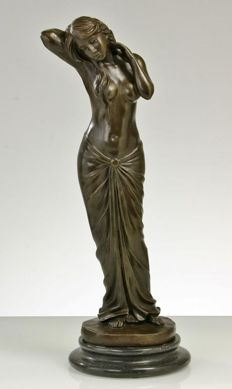 "Bronze sculpture representing ""female figure"", France 20th century"