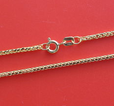 18 kt yellow gold chain with square palm links.