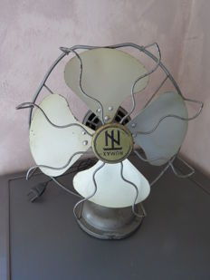 Superb fan dating back from the 1930s.