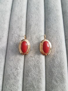 Earrings in 18 kt gold with red coral – 2.8 x 1.5 cm
