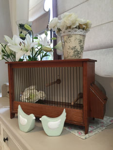 Cage for singing canaries, completely original. It dates from the 1950s.