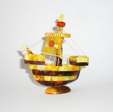 Ship made from Baltic Amber, weight 44 grams.