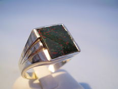 Antique ring with rectangular heliotrope plate, made circa 1940