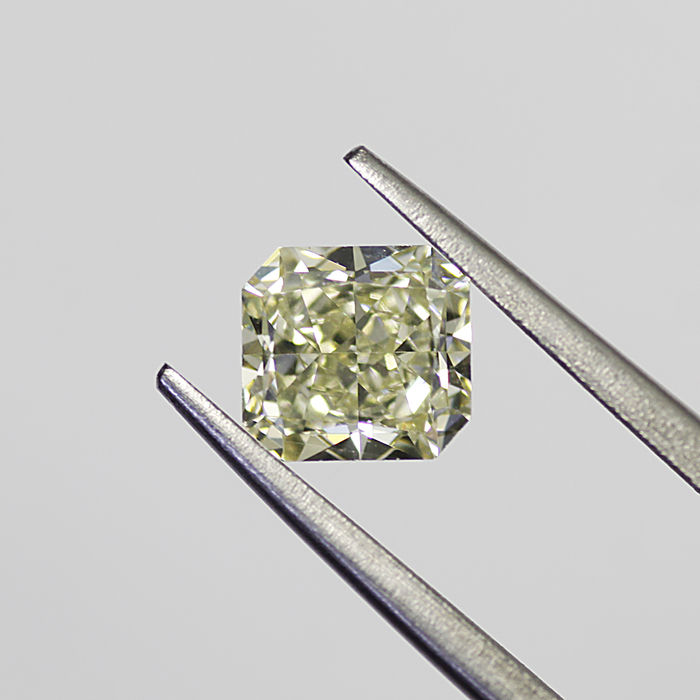 1.33 ct radiant cut diamond tinted yellow (M) VVS2 **LOW RESERVE PRICE**