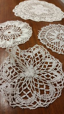 Lot of 4 pillow lace doilies from an Italian private collection, circa 1920
