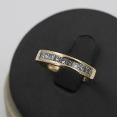 Half eternity wedding ring, in yellow gold, with princess cut diamonds – Ring size: 12 (Spain)