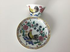 Porcelain, Famille Rose cup and saucer - China - 18th century.