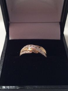 18kt gold ring with brilliant diamonds
