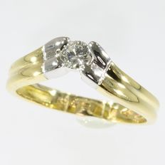 18k V-shaped bicolour gold diamond engament ring - Ring size: EU-55 & 17½, USA-7¼, UK-O Free resizing