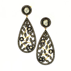 Elegant dangle earrings with 2.45 ct diamonds