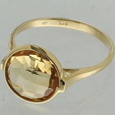 14kt yellow gold solitaire ring in with citrine - Ring size: 17