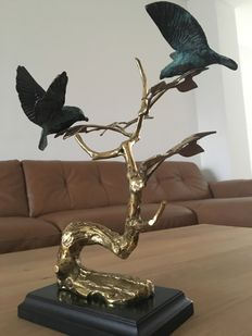 Gold-plated tree with birds on a wooden base