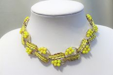 Signed CORO – Yellow Enamel yellow lucite gold plate Necklace – 1960s