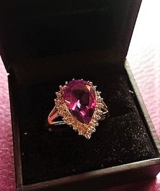 Yellow gold ring with an amethyst of 4 ct and 22 diamonds totalling 0.50 ct. Weight: 5.65 g (1965/70)