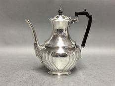 Silver plated coffeepot with classic garter decoration and black handle, H.A.E.A, England, ca 1940