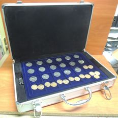 The Netherlands - Coin suitcase with collection of 266 coins Juliana/Beatrix