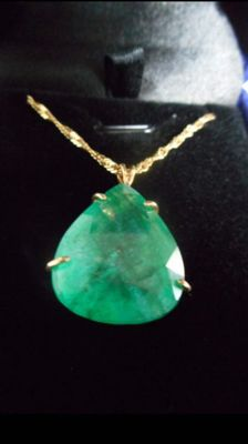 Yellow gold pendant with Emerald,17.35 ct