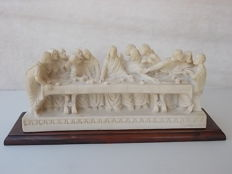 """Old sculpture of the """"Last Supper"""" in marble powder and white cement with wooden stand, Italy, early 20th century"""