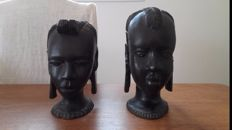 Statues, heads of women - NIGER